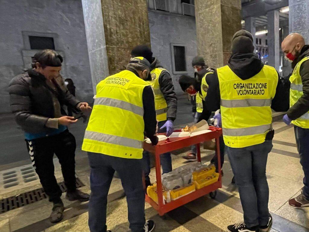 pasto ai senzatetto torino