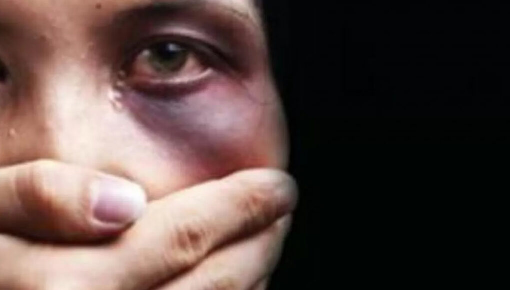 violenza marocchino moglie barriera