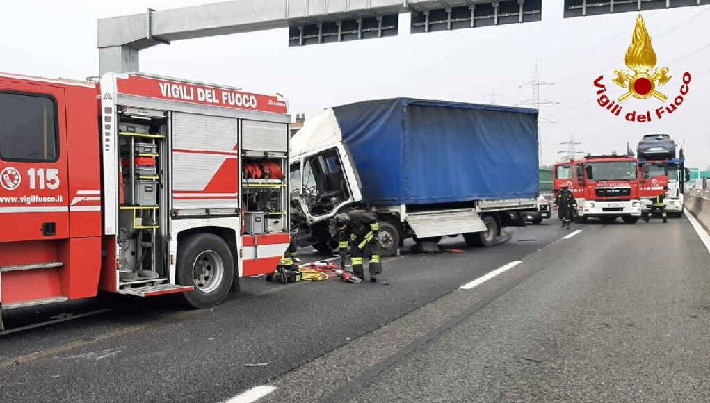 tangenziale torino incidente camion vigili del fuoco pompieri