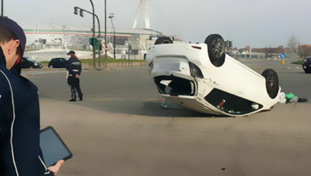 incidente vallette auto ribaltata