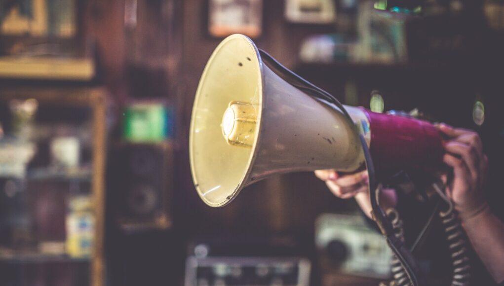 manifestazione megafono