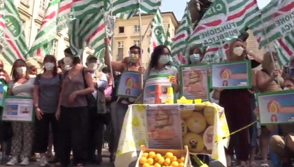 maestre asilo protesta torino limoni limonata